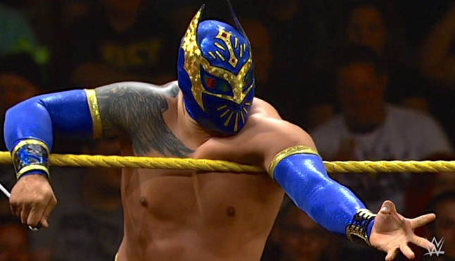Sin Cara Dislocated His Shoulder On RAW